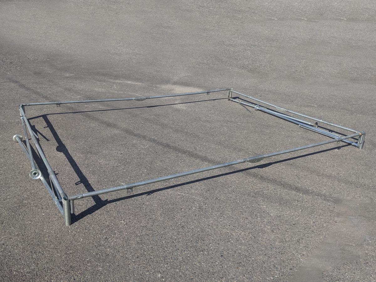 1.5間×2間パイプテント 支柱を差し込んだ状態