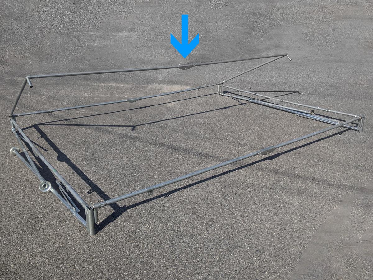 1.5間×2間パイプテント 棟を差し込んだ状態