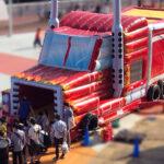 ふわふわ巨大トラック 実演風景